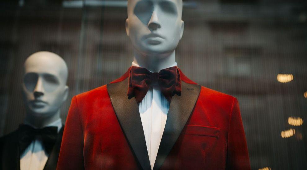 (P) Ce inseamna tinuta black tie si cum o porti