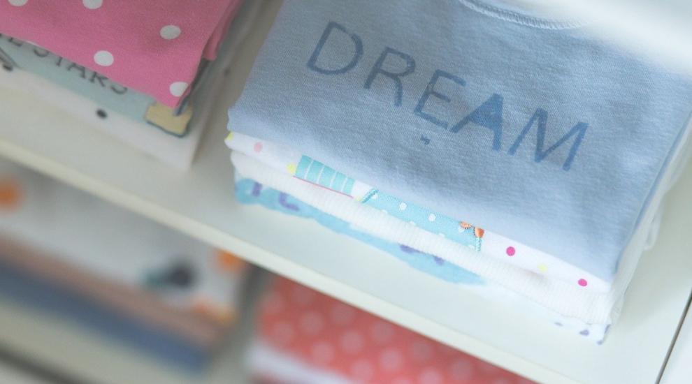 (P) Cum sa speli hainele bebelusilor? Top 3 sfaturi utile