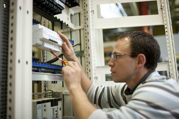 (P) De ce comutatoarele au o importanță atât de mare în circuitele electrice de orice tip?