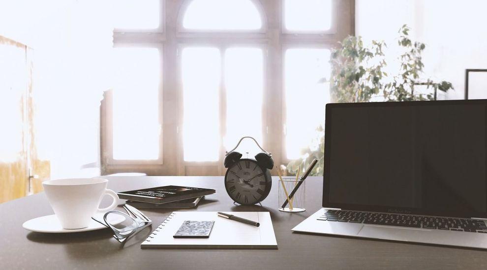 (P) Ordinea la birou. Cum să păstrezi în cele mai bune condiții documentele și accesoriile?