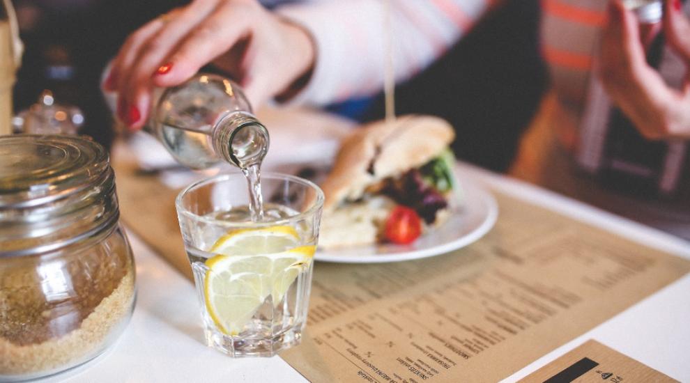 (P) Uiți să te hidratezi în timpul zilei? Iată 6 trucuri utile!