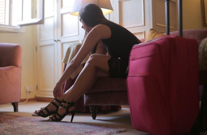 (P) Modele de sandale ideale pentru femeile scunde