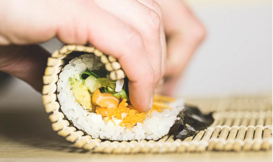 (P) Care este diferența dintre sushi japonez și cel coreean?