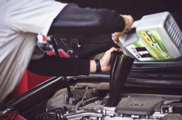 (P) Tu știi cum influențează calitatea uleiului de motor performanța mașinii tale?
