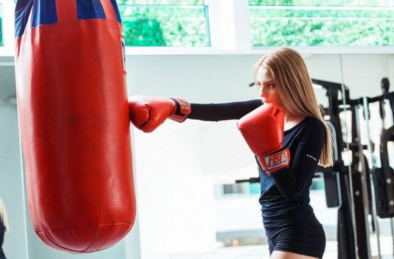 (P) Exerciții cardio în sala de forță: Antrenamentul la sacul de box