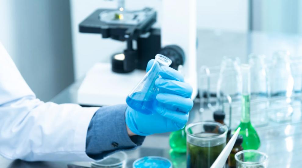 (P) Cum să alegi în 4 pași simpli mănuși rezistente la substanțe chimice?