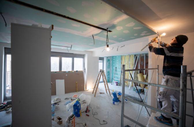 (P) Renovarea unei case vechi: 3 pași esențiali pentru o lucrare de nota 10