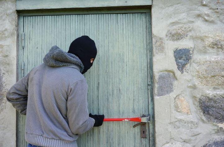 (P) 5 metode simple de a ține hoții la distanță de casa ta