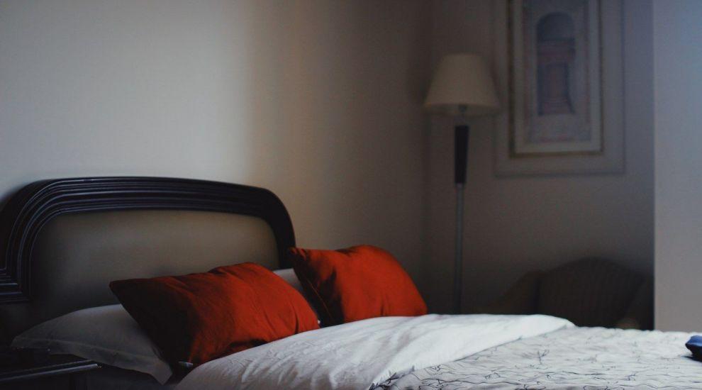 (P) Care este materialul ideal pentru o cuvertură de pat?