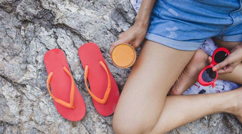 (P) Șlapii ndash; de unde au apărut acești pantofi versatili?