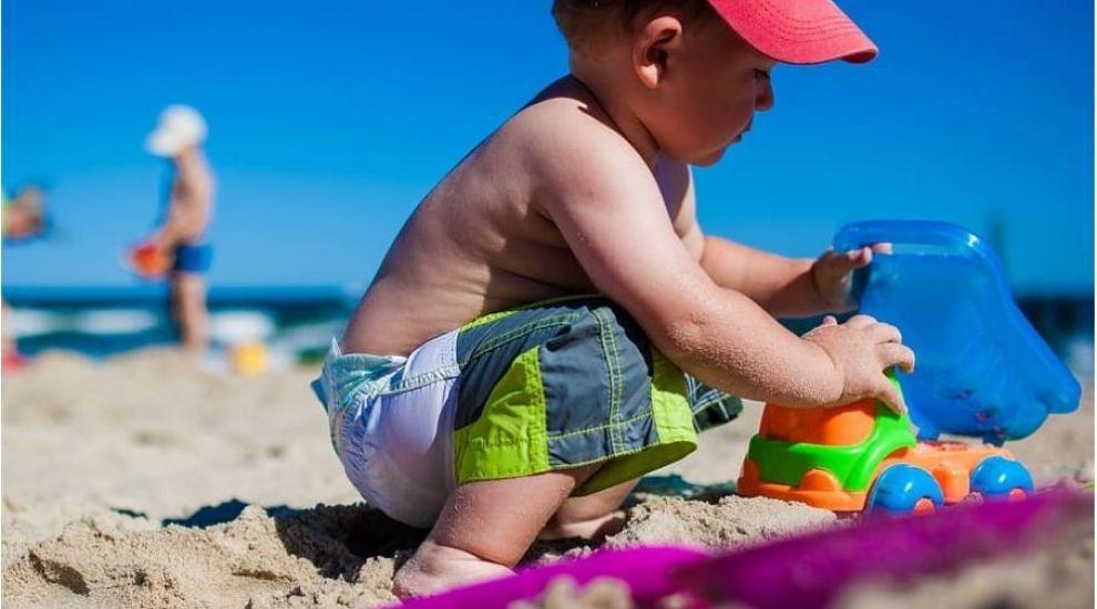 (P) Cum se distrează copiii la mare: 3 idei de jocuri pe plajă