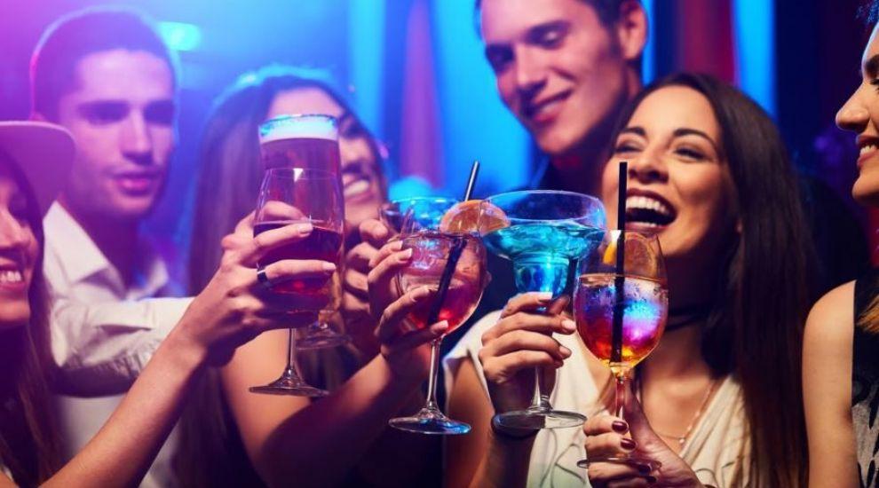 (P) 5 băuturi esențiale pentru o petrecere reușită