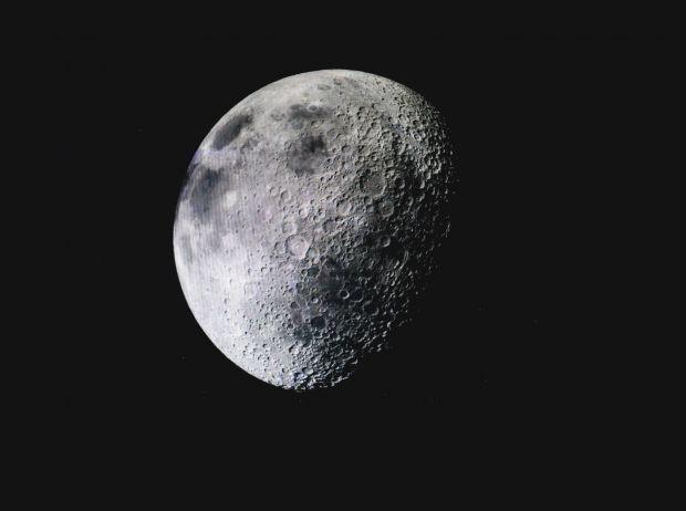 Un obiect uriaș aflat sub scoarța Lunii îi pune pe gânduri pe cercetătorii NASA