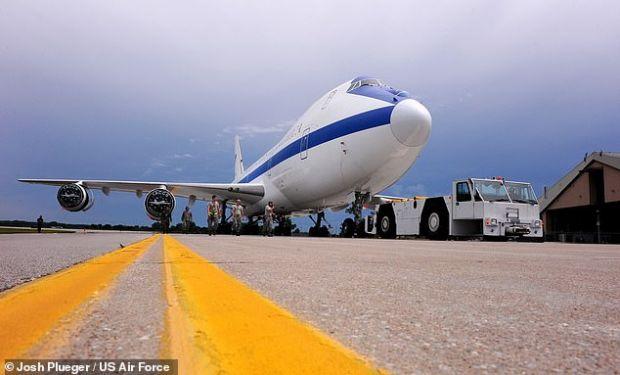 Cum arată Avionul Apocalipsei, care rezistă unui război nuclear