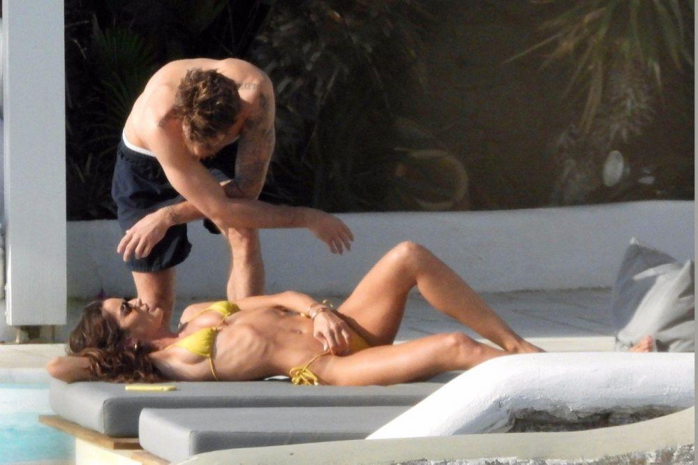 Izabel Goulart si iubitul, ipostaze fierbinți pe plajă. Ce au făcut când credeau că nu-i vede nimeni