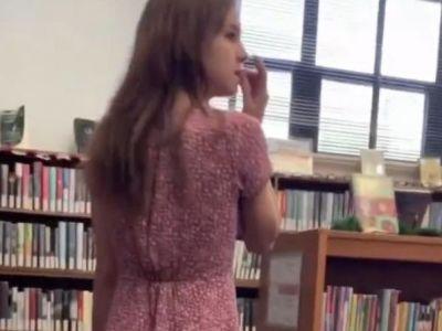 Au FILMAT o productie XXX in libraria scolii si orice copil putea sa intre peste ei! Cazul scandalos despre care s-a aflat acum. VIDEO