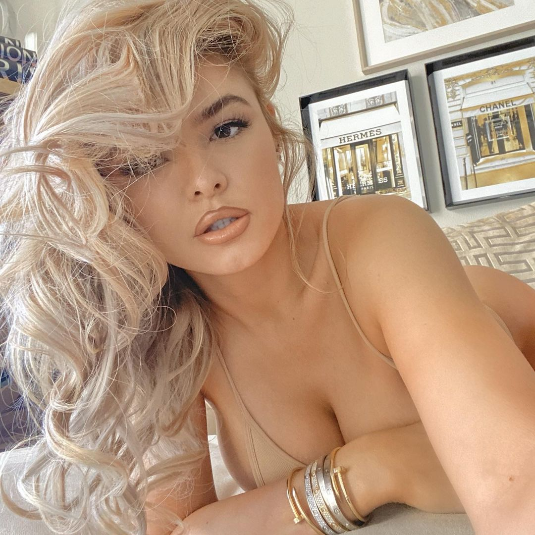 Anunțul momentului! Floyd Mayweather s-a logodit cu iubita stripperiță! Imagini cu inelul de logodnă