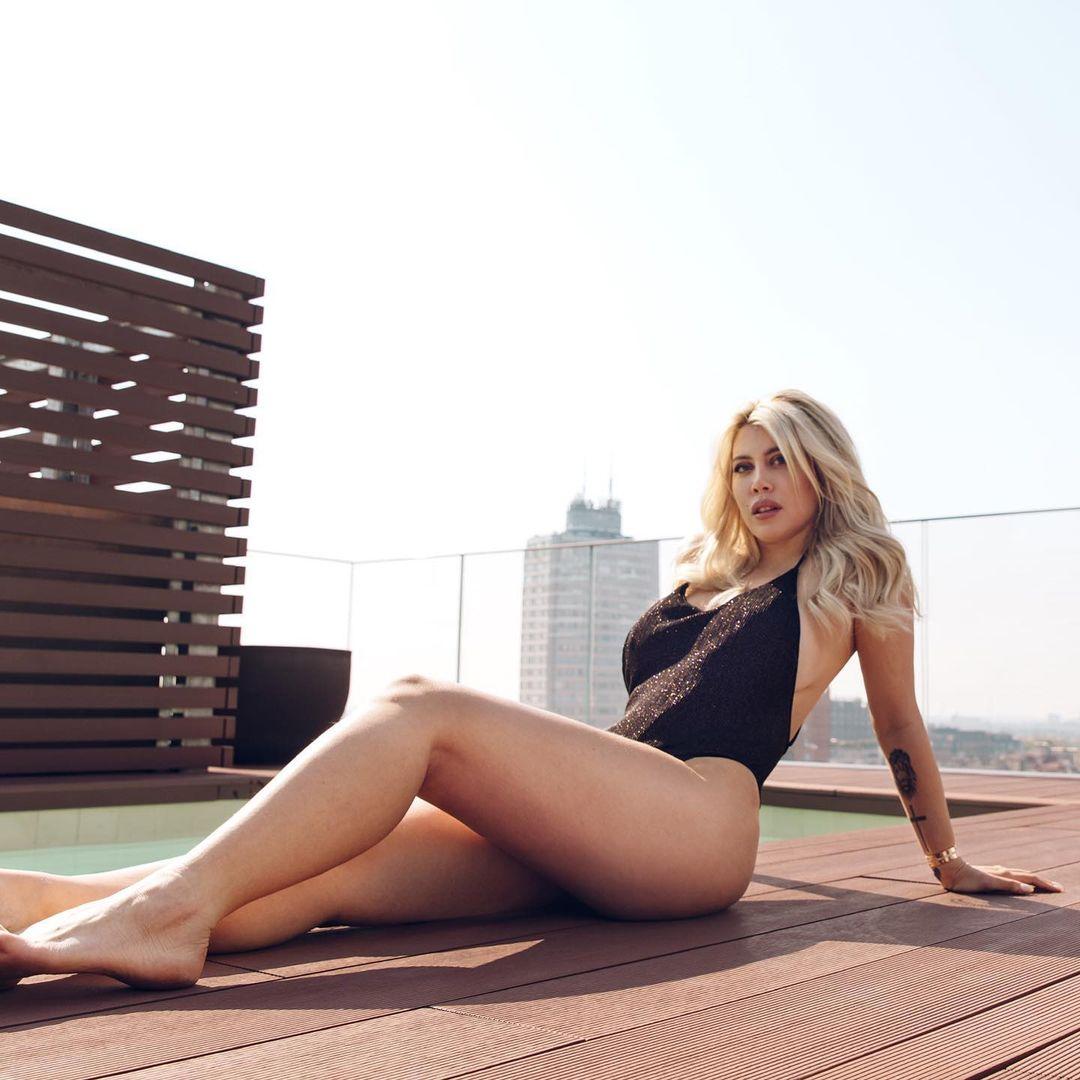 Una dintre cele mai sexy soții din fotbal a comis-o din nou! A renunțat complet la haine și a postat totul pe Instagram