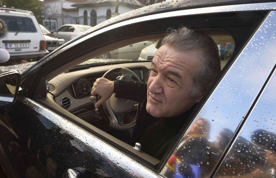 Gigi Becali, OPRIT DE POLITIE in timp ce vorbea in direct la TV! Ce i-a spus agentului care l-a tras pe dreapta