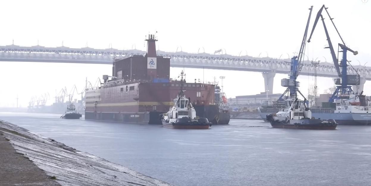 Rusia: Prima centrală nucleară plutitoare se pregătește să traverseze apele arctice