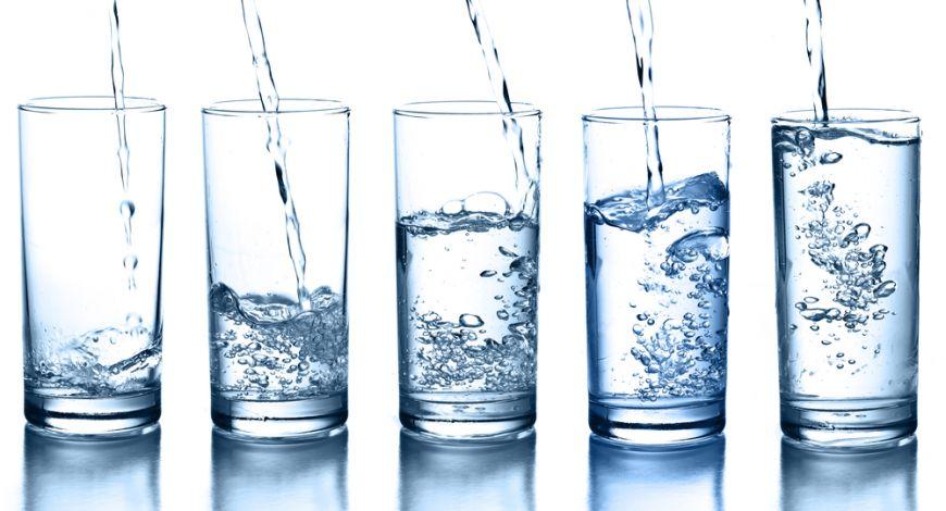 Demontam mituri! Avem nevoie de 2 litri de apa pe zi ca sa fim sanatosi tun?