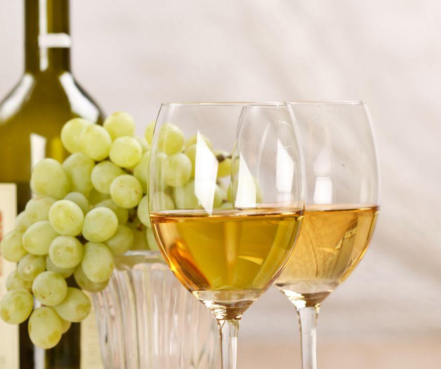 Renunta la halba de bere si incerca un pahar de vin. Vezi bauturile vedeta in sezonul cald