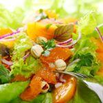 Salata cu mandarine si alune de padure