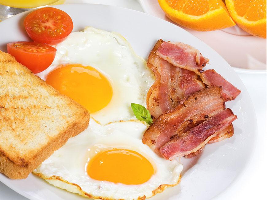 Cafea sau ceai, oua ochiuri sau cereale? Vezi cum arata un mic dejun de vedeta