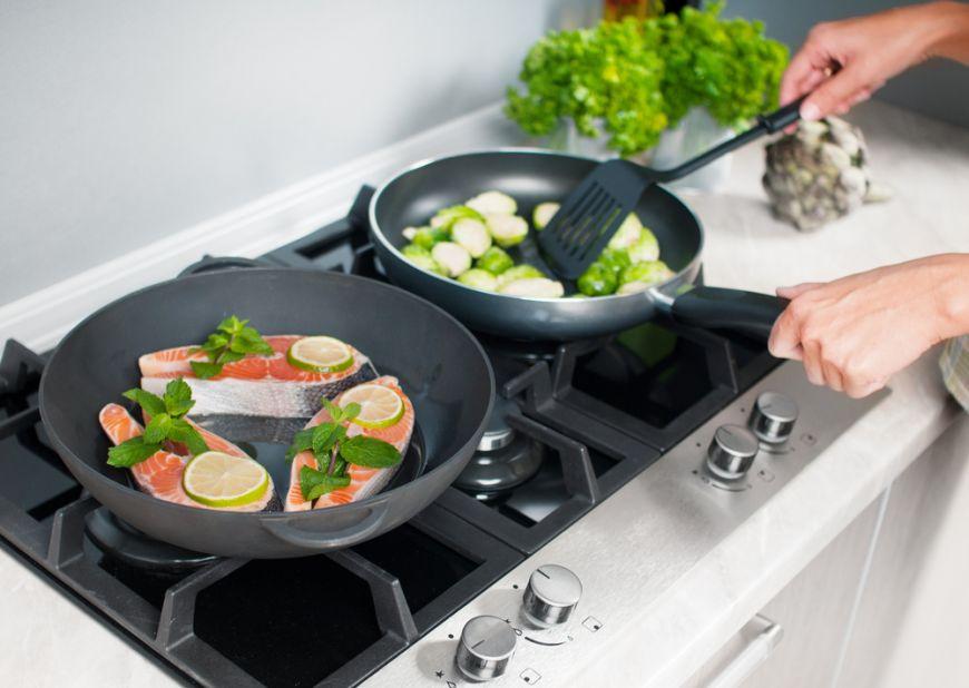 Scapa de monotonia meselor de unul singur! 4 trucuri pe care trebuie sa le stii cand gatesti doar pentru tine