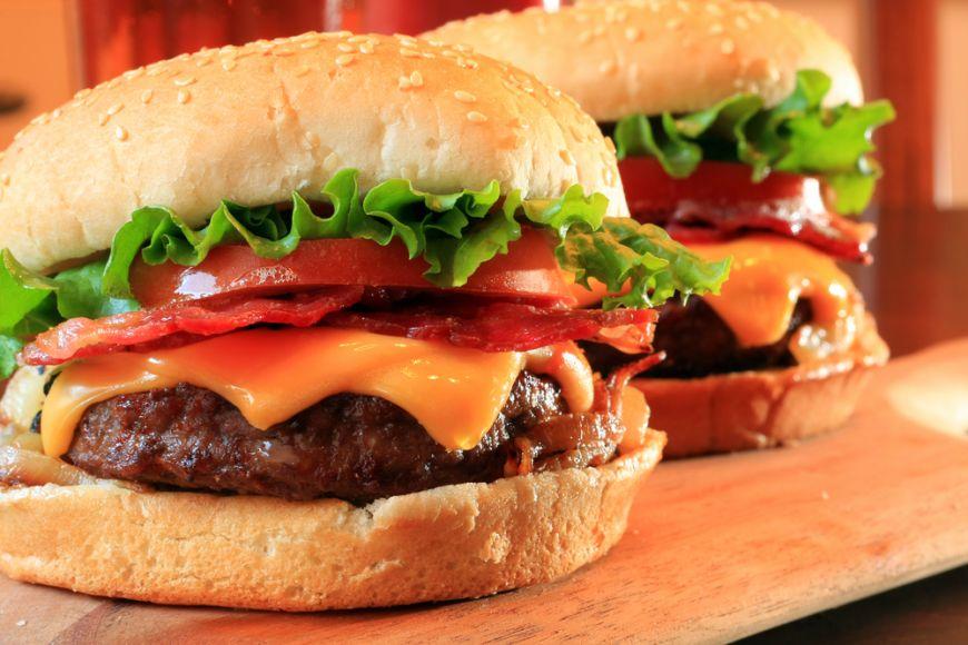 Sfaturi de la cei mai mari consumatori. Cum sa faci hamburgeri in casa.