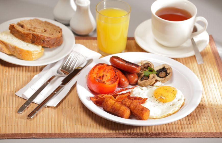 Cafea neagra, ceai verde sau cappuccino? Vezi cum arata un mic dejun de vedeta (II)