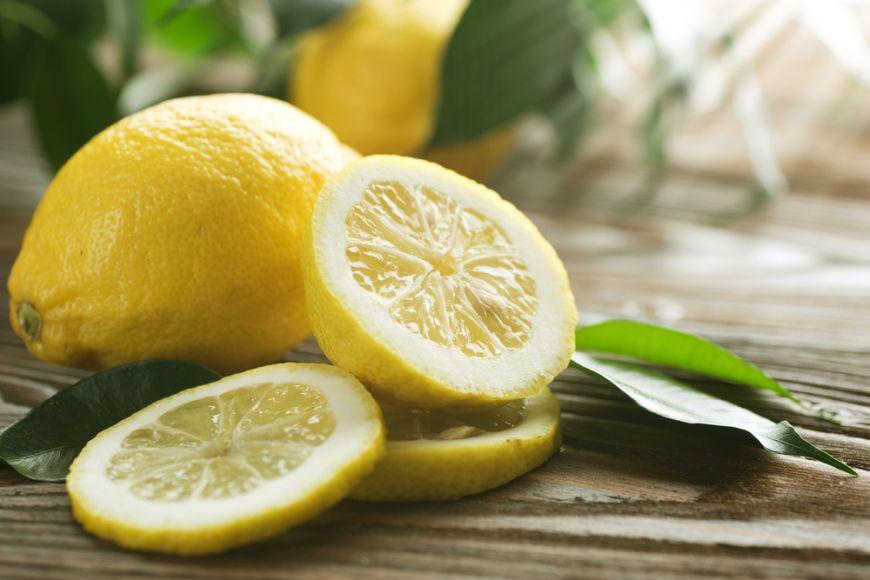 Te-ai saturat de limonada? Uite 5 feluri in care poti folosi lamaile in bucatarie