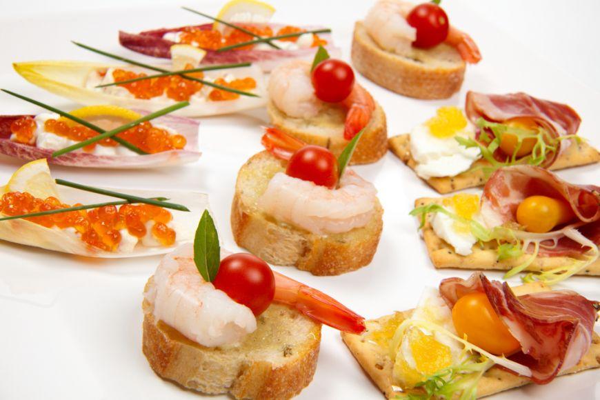 Tonul petrecerii il dau aperitivele. 5 idei delicioase pentru deschiderea apetitului