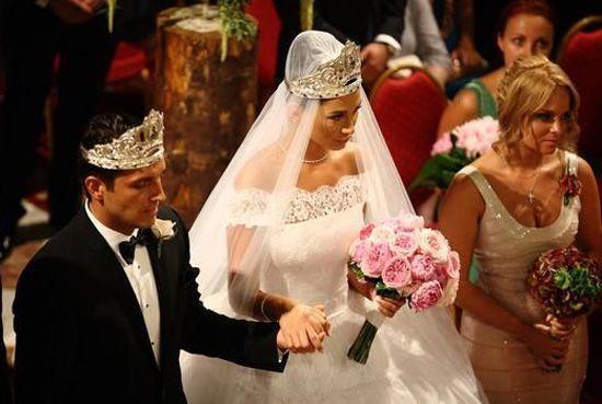 Meniu de nunta prezidentiala: ce specialitati au mancat invitatii la nunta Elenei Basescu
