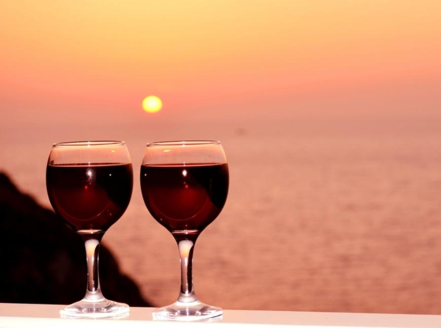 Top 3 sortimente de vin pentru seri romantice