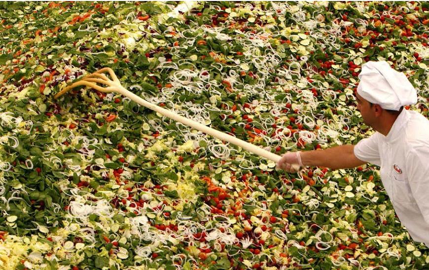 Cea mai mare salata vegetariana din lume, in Bucuresti:20 de tone de legume vor dobori un nou record mondial