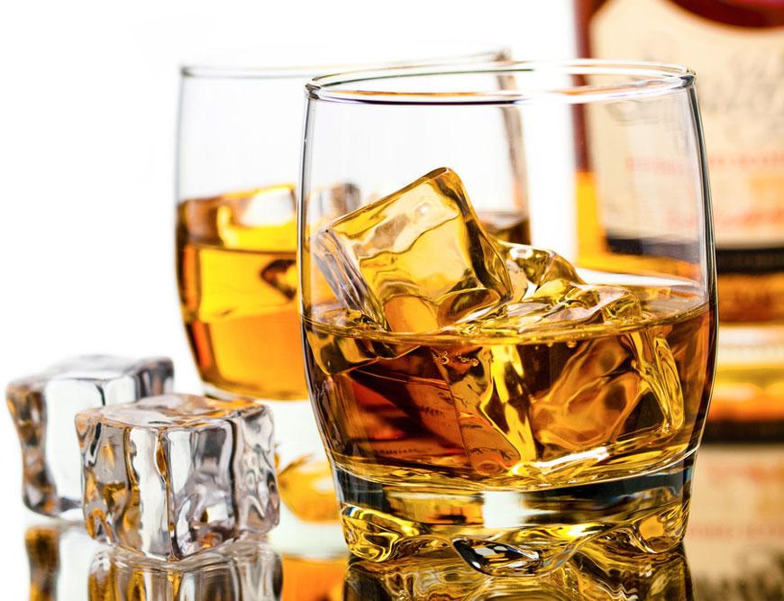 Ghid de bune maniere in bar:cum se bea whisky-ul