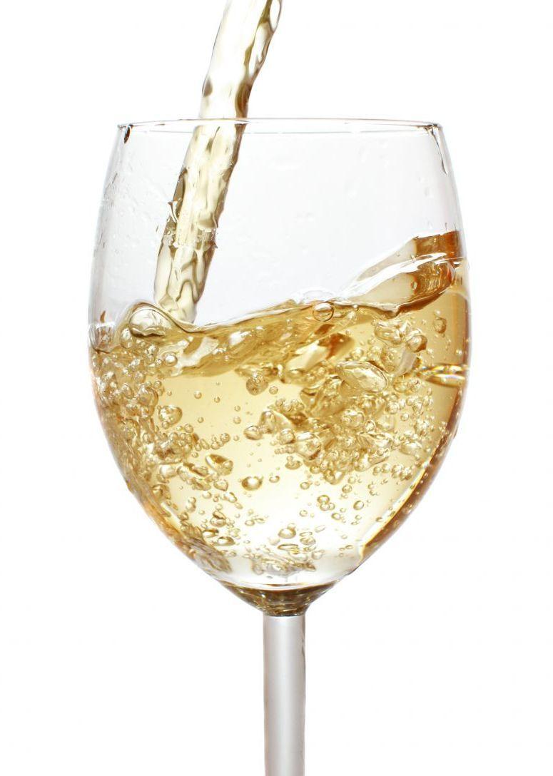 Cum sa combini corect vinul cu apa minerala. Reteta unui şpriţ perfect
