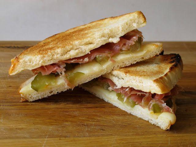 Te provocam sa incerci! Uite o metoda inedita sa faci sandvisuri rapide cu branza