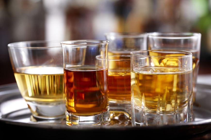 Cum sa-ti cresti toleranta la alcool. Secrete ca sa faci fata cu brio petrecerilor