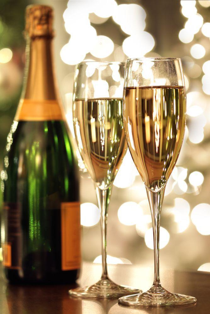 Cum se bea corect șampania între îndrăgostiți! Reguli ca să nu te faci de ras pe 14 februarie