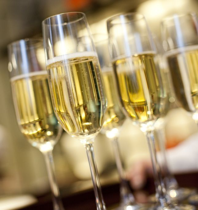 Sampanie, prosecco si cava: invata sa faci diferenta dintre cele mai importante tipuri de vin spumant
