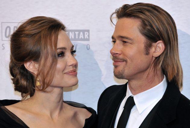 Angelina Jolie si Brad Pitt isi lanseaza propriul vin. Cat va costa o sticla