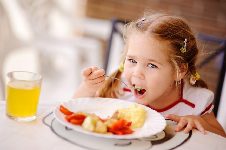 5 sfaturi ca sa faci copiii sa manance mai sanatos
