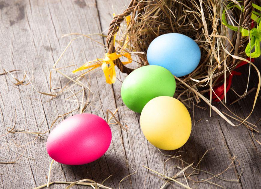 Nu vrei să folosești vopsea de ouă? Cum să colorezi natural ouăle de sărbătoare