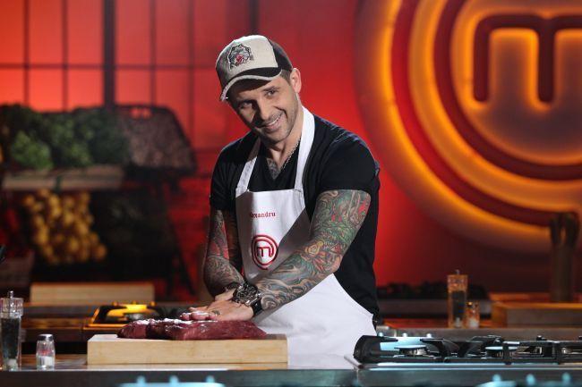INTERVIU: Alexandru Hora, bucatarul tatuat de la MasterChef, este un tatic grijuliu. Vezi ce-i gateste fetitei sale