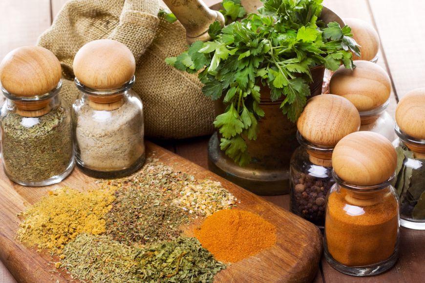 Ingrediente aromate. 3 amestecuri de condimente si ierburi pe care le poti face singur