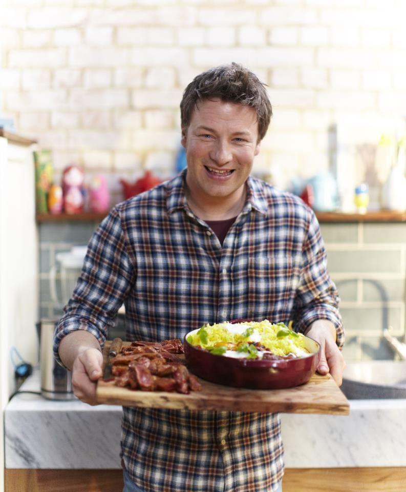 Jamie Oliver a implinit astazi 38 de ani. 10 lucruri pe care nu le stiai despre simpaticul bucatar