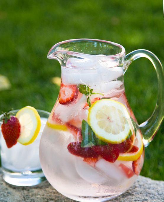 Cum sa faci apa aromata cu fructe. 4 retete racoritoare