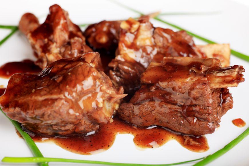 Îți spunem care sunt cele mai bune sosuri pentru carne, ca să ai pe masă o friptură delicioasă